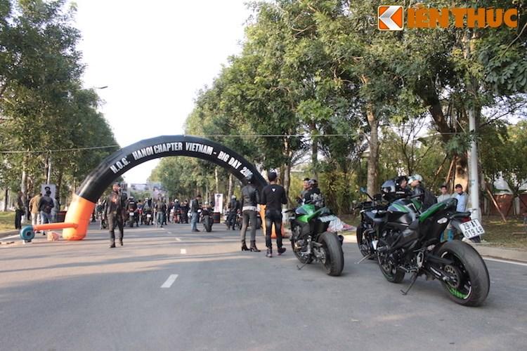 "Dan choi moto phia Bac ram ro show ""xe khung"" tai Ha Noi - Anh 1"