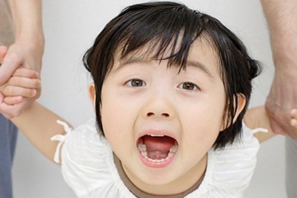 Bố mẹ nên làm gì khi trẻ nói bậy?