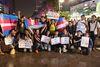 """Cộng đồng LGBT Sài Gòn đội mưa ăn mừng """"Cảm ơn Quốc hội"""""""