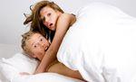 """Phi vụ """"yêu"""" gãy chân giường khiến bố mẹ chồng giật mình thon thót"""