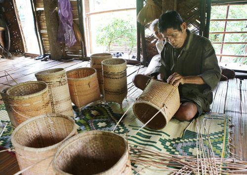 Giữ nghề truyền thống của đồng bào Vân Kiều, Pa Kô