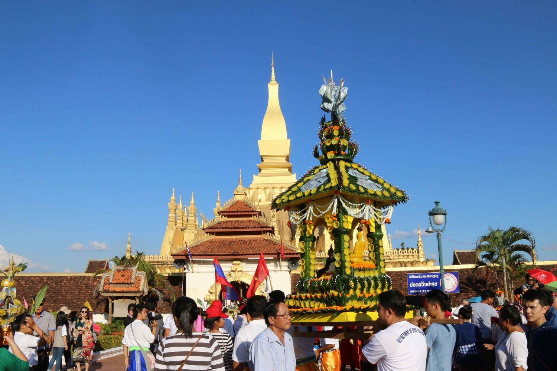 Đặc sắc Lễ rước tháp Phạ Sạt Phơng của nhân dân Lào