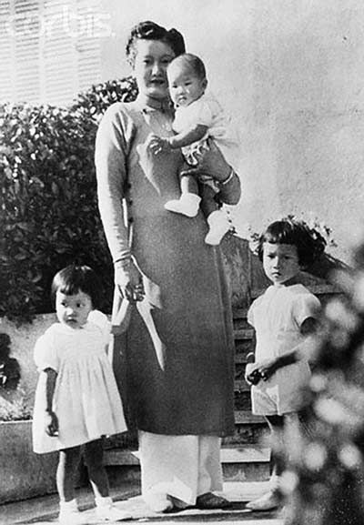 Hoàng hậu Nam Phương - Một tuổi thơ nhung lụa, một cuộc đời bão giông