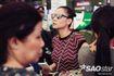 Vợ chồng ca sĩ Thu Minh 'tay trong tay' trở về TP.HCM dập tan tin đồn trốn nợ