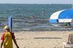 Đà Nẵng ô nhiễm: Dân phải nhắm mắt tắm biển bẩn