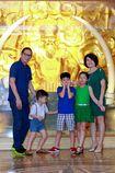 Trần Lực đưa vợ cùng ba con tới gặp danh ca Khánh Ly