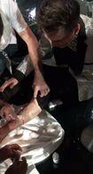 Clip: Đàm Vĩnh Hưng bị trượt ngã, chân bê bết máu