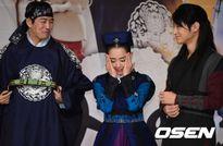 Kim Bum lãng tử, Moon Geun Young xinh như búp bê
