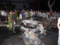 Tài xế chết cháy trong xe tai nạn