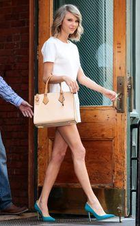 Taylor Swift mơ gia đình hạnh phúc như Angelina Jolie