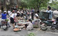 Dẹp chợ cóc: Khó làm triệt để vì bà nội trợ vẫn cần