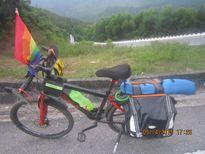 9X đi xuyên Việt ủng hộ LGBT bằng xe đạp và 1 triệu đồng
