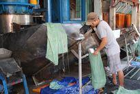 Chật vật sống với đồng lương công nhân: Hãy xem người công nhân đi chợ