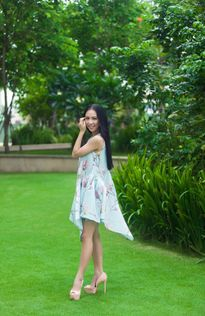 Sao Việt chọn đầm họa tiết mùa hè