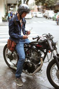 Các chàng trai Sài Gòn chẳng ngại nổi bật trên phố