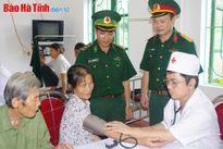 Khám, cấp thuốc miễn phí cho 200 người dân miền núi Hương Sơn