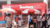 Nhà sách Tiền Phong thu hút hàng trăm độc giả tại Lễ hội sách Hoa Học Trò