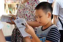 Độc giả trẻ náo nức tham gia lễ hội sách giữa trời nắng nóng
