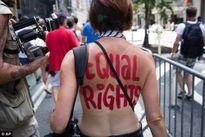 Đòi bình đẳng, phụ nữ có nhất thiết phải phô ngực?