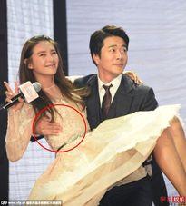 """Kwon Sang Woo bị chỉ trích vì """"đụng chạm"""" bạn diễn"""