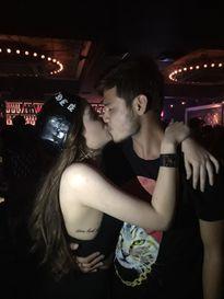 Nghi vấn Andrea có 'tình mới' sau ảnh khóa môi
