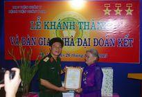 Bệnh viện Quân y 103 trao nhà Đại đoàn kết cho đối tượng chính sách