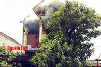 Nhà 2 tầng bốc cháy lúc gia chủ về quê ăn rằm