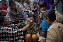 """Gương mặt buồn của """"cô dâu trẻ con"""" trong những đám cưới tảo hôn ở Bangladesh"""