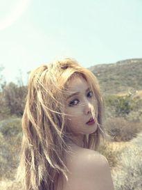 Xao xuyến ngắm lưng trần nõn nà của mỹ nữ Hàn