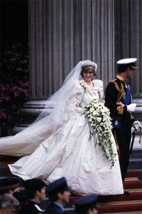 Gợi ý 7 dáng hoa cưới hợp phong cách cô dâu