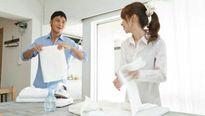 Tự tay chồng chuẩn bị đồ cho vợ đi với nhân tình
