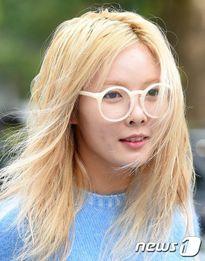 HyunA lộ da sạm khi không trang điểm