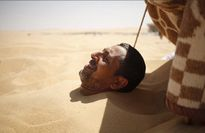"""Khám phá phương pháp """"tắm cát"""" chữa bệnh độc đáo ở Ai Cập"""