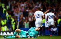 """""""Pháo đài"""" Stamford Bridge sụp đổ trong ngày trọng đại của Mourinho"""