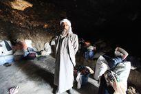 Cuộc sống trong hang động ở Bờ Tây