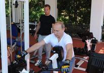 """Tổng thống Putin """"khoe"""" ảnh cường tráng trong phòng tập gym"""