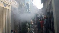 3 người tháo chạy khỏi căn nhà bị cháy trong hẻm