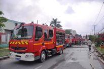 Cháy lớn ở KCN Vĩnh Lộc, hàng trăm chiến sĩ nỗ lực dập lửa