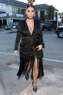 """Thời trang """"bầu bí"""" gây tranh cãi dữ dội của cô Kim"""