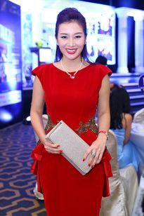 Quý bà Thu Hương chấm thi Mrs World China 2015