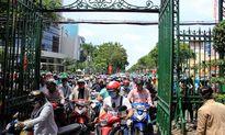 Chen 30 phút mới mua được vé vào Thảo Cầm Viên Sài Gòn