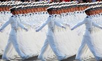 Trung Quốc diễu binh, đánh lạc hướng chú ý khỏi kinh tế yếu kém