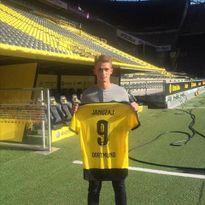 "CĐV Dortmund ""cay cú"" vì thương vụ Adnan Januzaj"