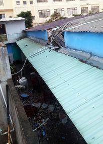 TPHCM: Bồn nước 1.500 lít rơi, đè chết bé gái đang ngủ