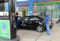 Giá xăng tiếp tục giảm gần 1.200 đồng/lít