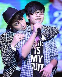 Em trai Sơn Tùng vừa đàn vừa hát cực hay