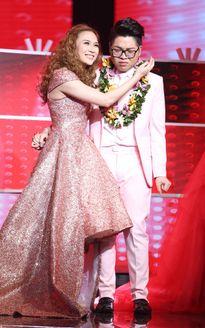 Những màn lên ngôi gây tranh cãi của showbiz Việt
