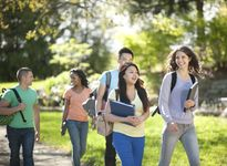 Hơn 15 tỷ đồng học bổng cho sinh viên Việt Nam