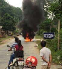 Xe máy đang lưu thông bình thường, bất ngờ cháy rụi
