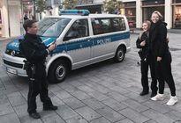 Sharapova bị cảnh sát chặn đường